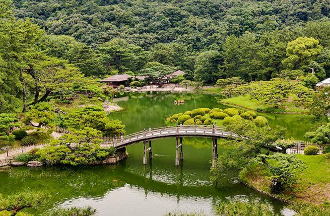 kagawa-ritsurin-garden-visiting-japanese-garden-cover