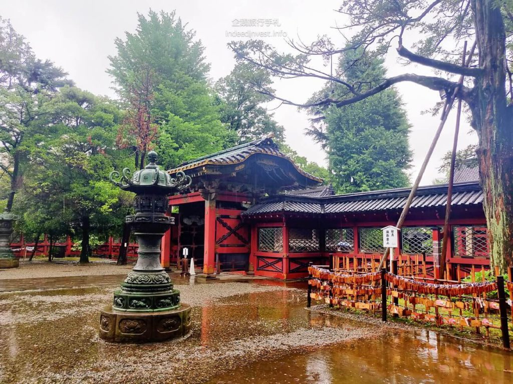 nedu-temple-in-rainy-day