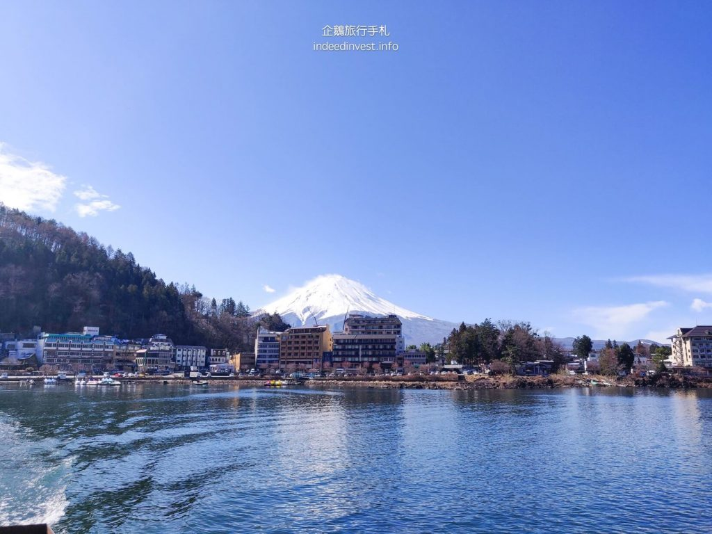 fuji-mountain-Ensoleille-boat-hotel-kawaguchi-lake