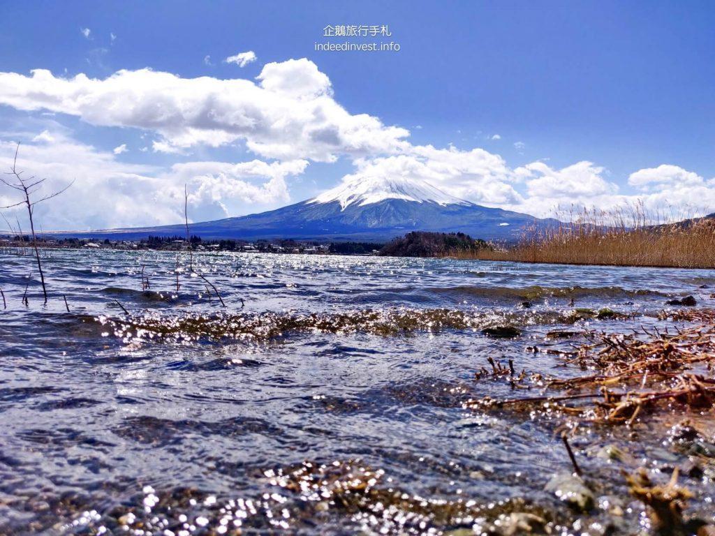 lake-fuji-mountain-clean-water