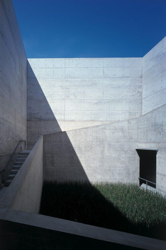 maze-like-architecture-chichu-art-museum